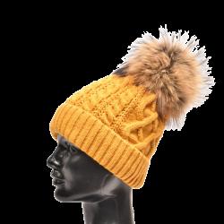 Dámska pletená čiapka s kožušinovým  brmbolcom z mývala , pravá kožušina