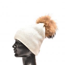 Pletená čiapka s kožušinovým  brmbolcom z mývala, pravá kožušina